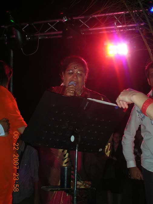 Usha Uthup at Desi Party at Cannes